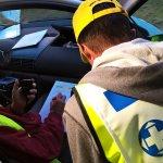 Vapepa-johtaja saa tietoja autopartiolta maastosta (kuva: Mika Korppinen)